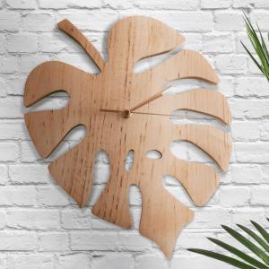 drewniany zegar w kształcie liścia monstery