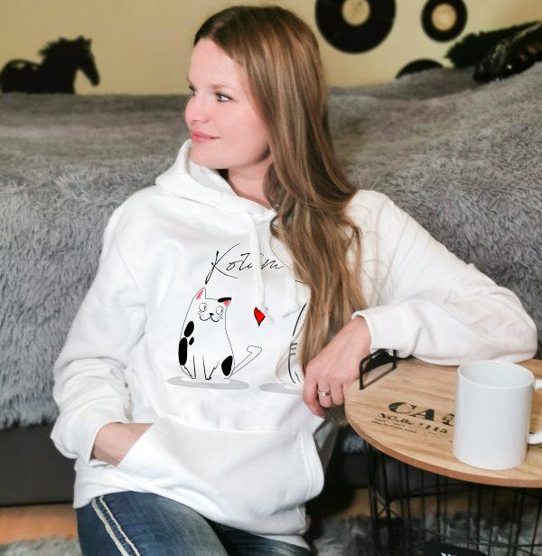 Biała bluza z kotami i napisem Kotam Cię
